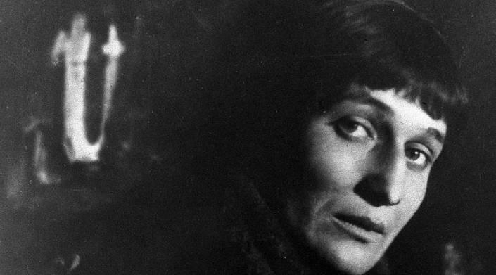 «Я научилась просто, мудро жить» — лучшие и глубокие стихотворения Анны Ахматовой