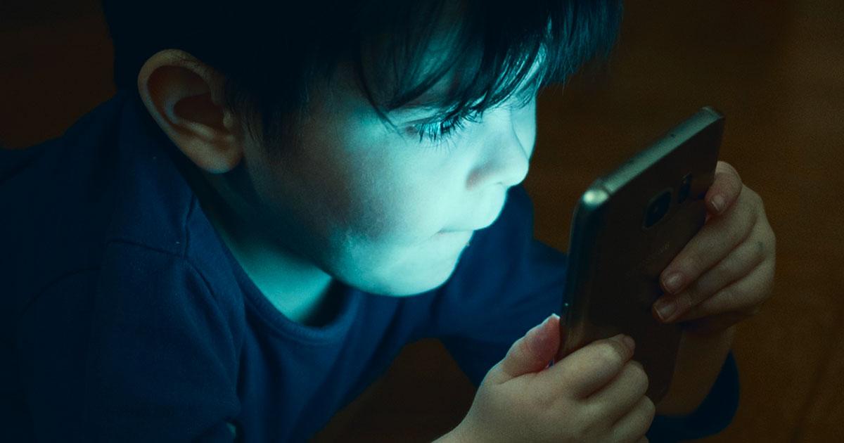 Пока остальные подсаживают своих детей на иглу смартфонов — умные люди делают вот что
