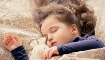 Почему настолько принципиально укладывать ребенка спать не позже 21:00