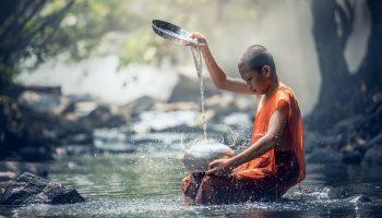 Прежде чем осуждать других, необходимо задуматься, насколько чисты наши сердца и намерения