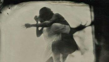 «Я тебя бы на руки взял» — красивое и грустное стихотворение Германа Плисецкого