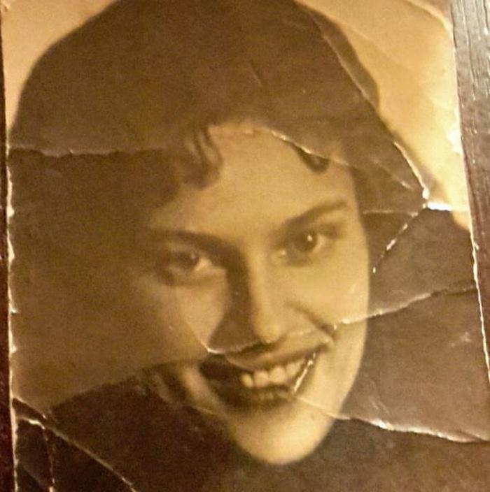 Каждый год в этот день моя бабушка плакала и молчала. Нет, она не потеряла в блокаду трех дочерей