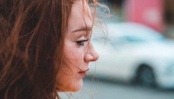 «Она вошла… Разулась на пороге» — стихотворение Ирина Самарина-Лабиринт