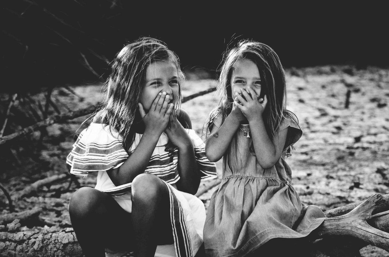 «Сиди и не дергайся, ты нормальный или нет?» — почему мы орем на детей, когда чужим что-то не нравится